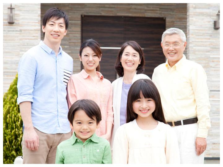 家族の笑顔イメージ