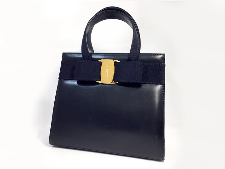 フェラガモ ヴァラ ハンドバッグ 買取りました